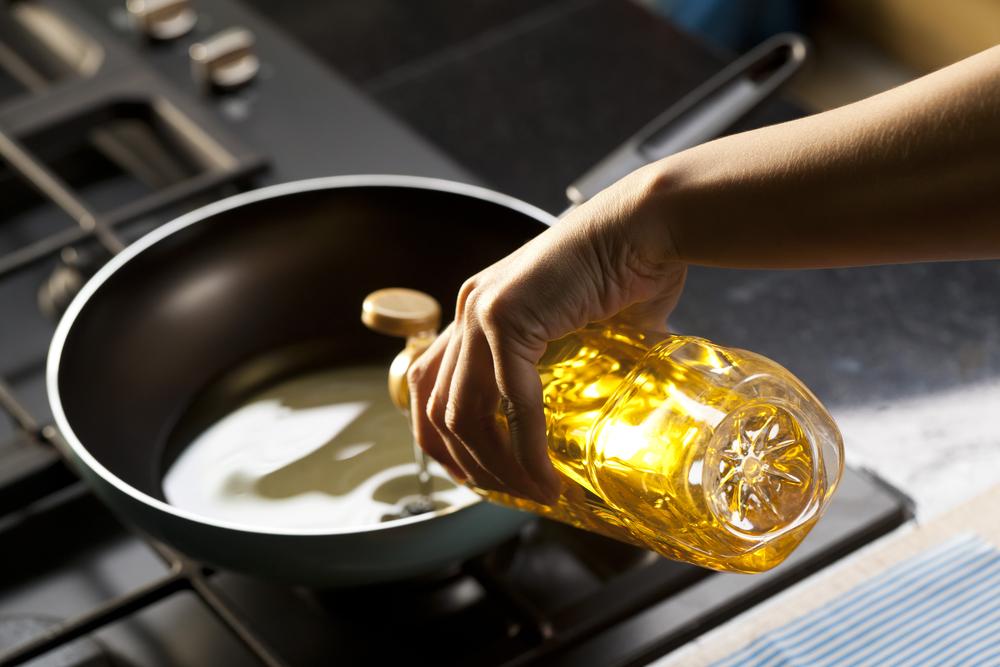 フライパンにサラダ油