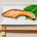 冬の悩みは鮭で解決!日焼け止めを塗っている人は鮭を食べましょう。
